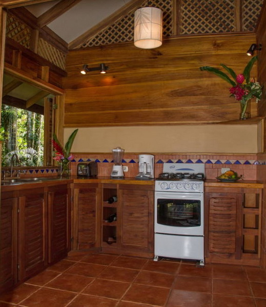 small-platform-raised-up-wooden-house-4