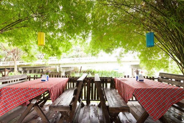 small-wood-house-suan-phai-homestay-10