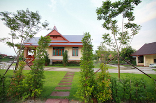 thai-contemporary-riverside-house-review-4