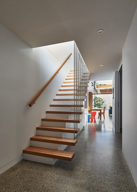 townhome-narrow-design-natural-materials-10