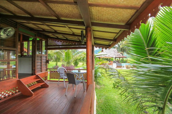 traditional thai wooden house (2)