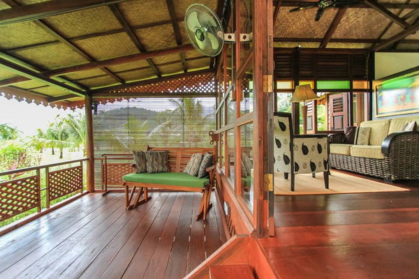 traditional thai wooden house (3)