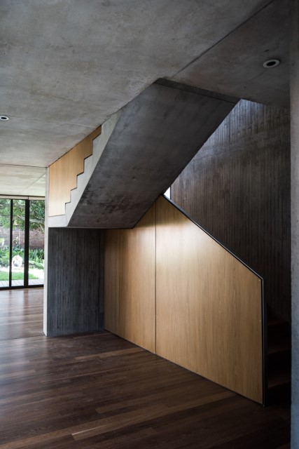 two-storey-modern-houses-concrete-and-woo (4)