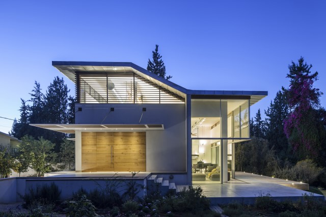 two-story-modern-house-beautiful-and-elegant-forest-side-19