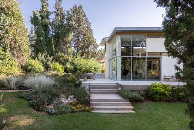 two-story-modern-house-beautiful-and-elegant-forest-side-20