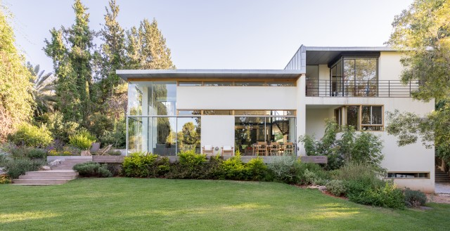 two-story-modern-house-beautiful-and-elegant-forest-side-22