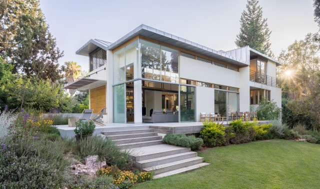 two-story-modern-house-beautiful-and-elegant-forest-side-23