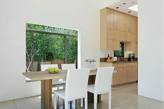 white-modern-minimal-house-4