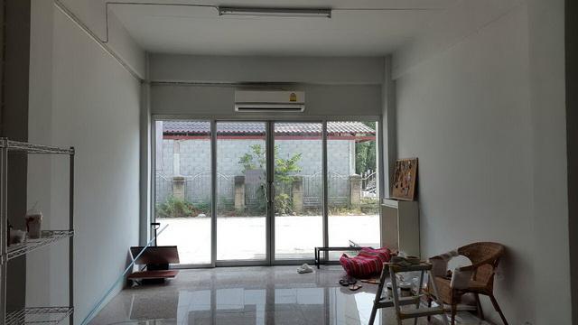 white-studio-room-decoration-review-1