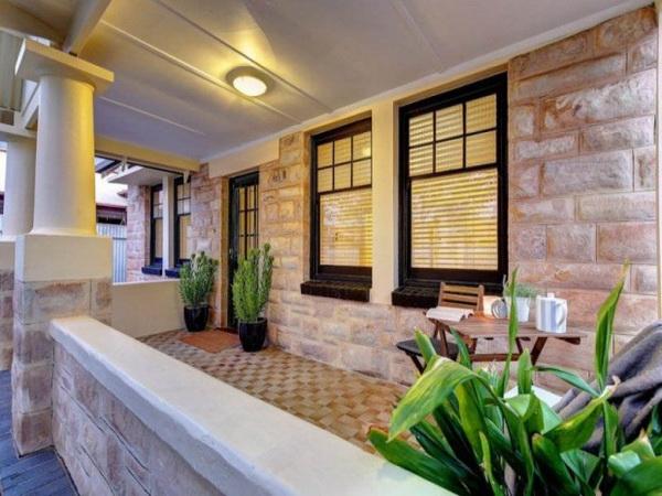 1-storey-cozy-stone-house-3
