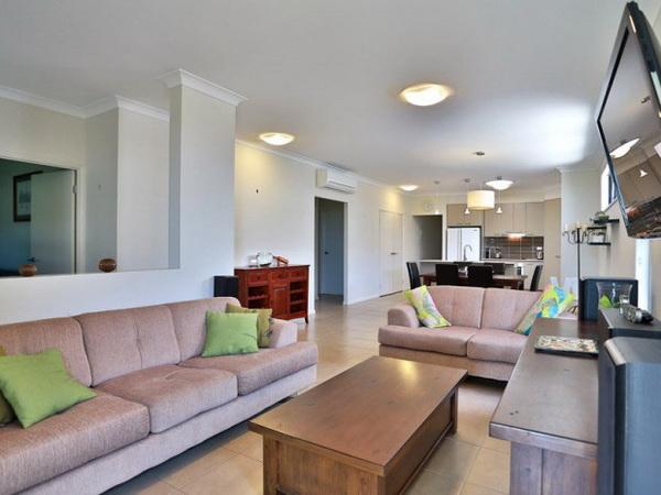 1-storey-grey-contemporary-family-house-2
