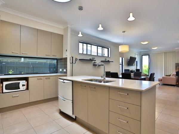 1-storey-grey-contemporary-family-house-4