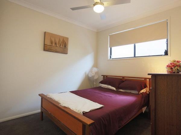 1-storey-grey-contemporary-family-house-6