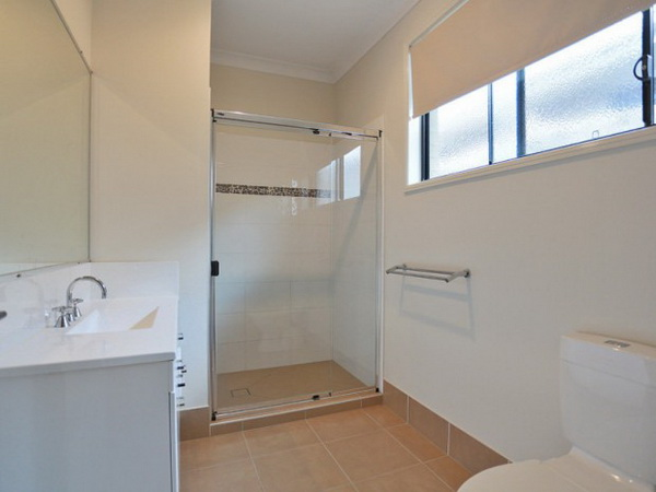 1-storey-grey-contemporary-family-house-7