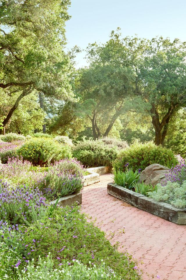 15-landscape-in-front-yard-ideas-16