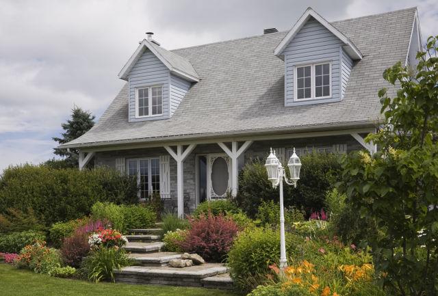 15-landscape-in-front-yard-ideas-17