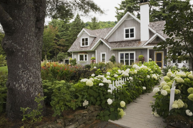 15-landscape-in-front-yard-ideas-21