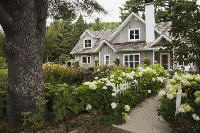 15-landscape-in-front-yard-ideas-21