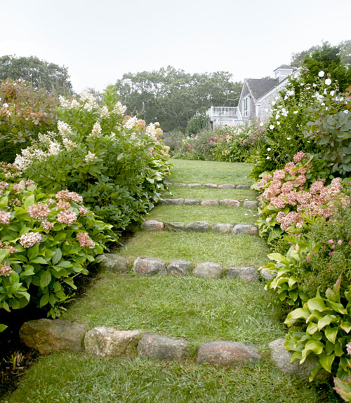 15-landscape-in-front-yard-ideas-29