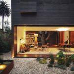 บ้านโมเดิร์นสองชั้น ออกแบบด้วยวัสดุทันสมัย พร้อมการตกแต่งด้วยสวนหย่อมรอบบ้าน
