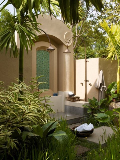 30-tropical-outdoor-showers-17