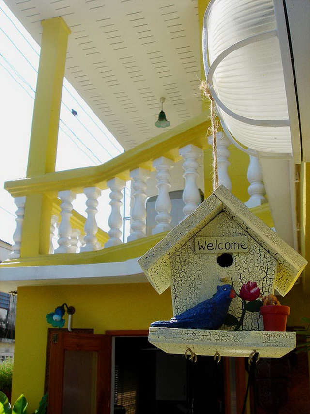 30-yrs-yellow-house-renovation-review-1