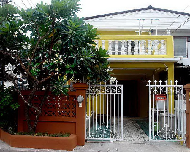 30-yrs-yellow-house-renovation-review-3