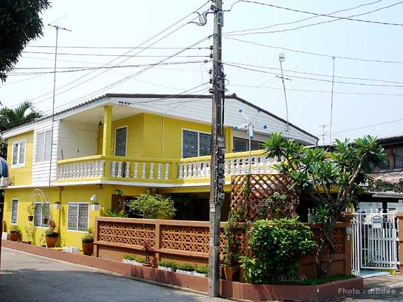 30-yrs-yellow-house-renovation-review-68