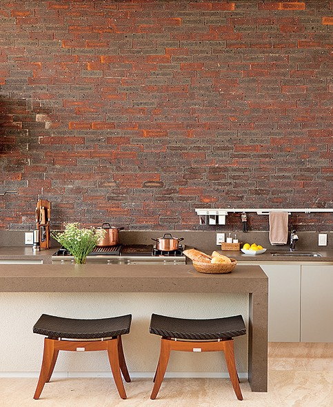 33-minimalist-kitchens-with-exposed-brick-walls-33