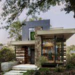 บ้านตากอากาศชั้นครื่ง ดีไซน์โมเดิร์น ผนังคอนกรีต หินทราย และตกแต่งด้วยกระจก สะท้อนรสนิยมสมัยใหม่