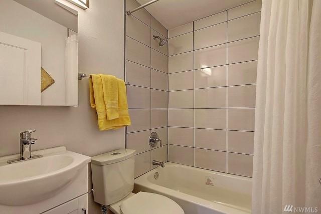 contemporary-home-gray-tone-2-bedroom-1-bathroom-with-shady-garden-2