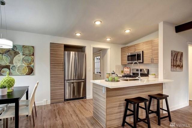 contemporary-home-gray-tone-2-bedroom-1-bathroom-with-shady-garden-7