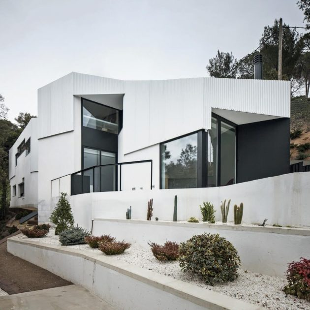 modern-home-modern-shapes-and-minimal-materials-1
