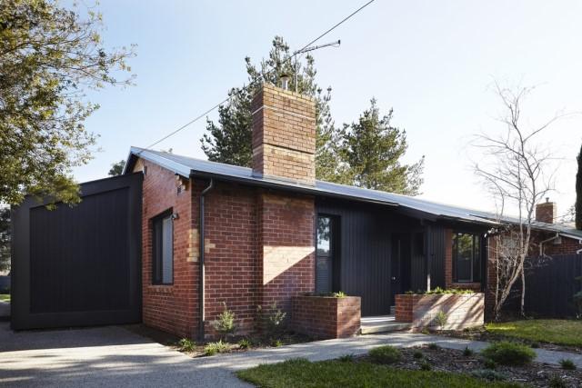 modern-house-dark-tones-3-bedroom-11