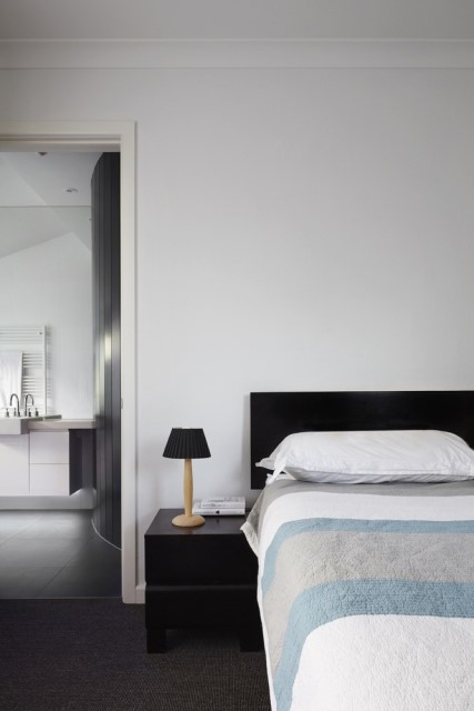 modern-house-dark-tones-3-bedroom-12