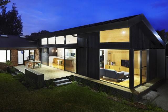 modern-house-dark-tones-3-bedroom-4