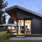 บ้านโมเดิร์นโทนสีเข้ม 3 ห้องนอน ออกแบบแปลนบ้านสมัยใหม่ พร้อมสวนป่าร่มรื่น