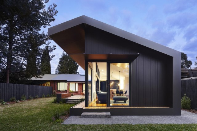 modern-house-dark-tones-3-bedroom-5