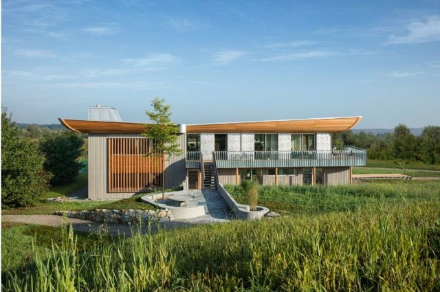 two-story-house-on-stilts-modern-style-13