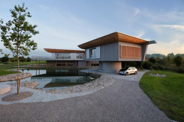 two-story-house-on-stilts-modern-style-18
