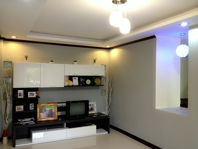 amature-redecorate-house-for-mom-review-30