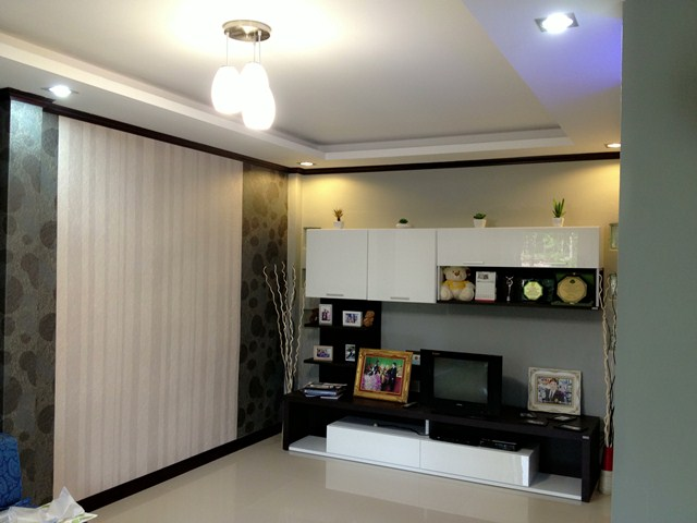 amature-redecorate-house-for-mom-review-31