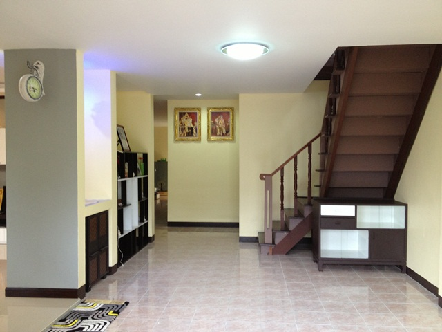 amature-redecorate-house-for-mom-review-37