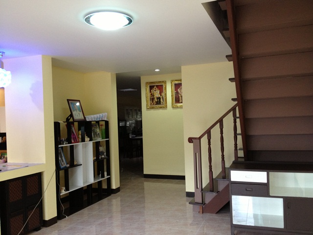 amature-redecorate-house-for-mom-review-43