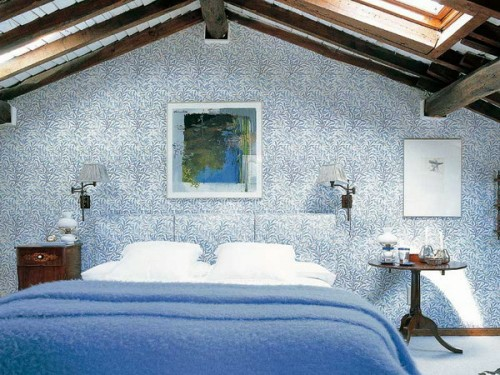 bedroom-in-the-attic-wall-pattern-blue-colours