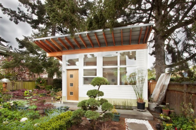 cabin-house-in-the-the-garden-6
