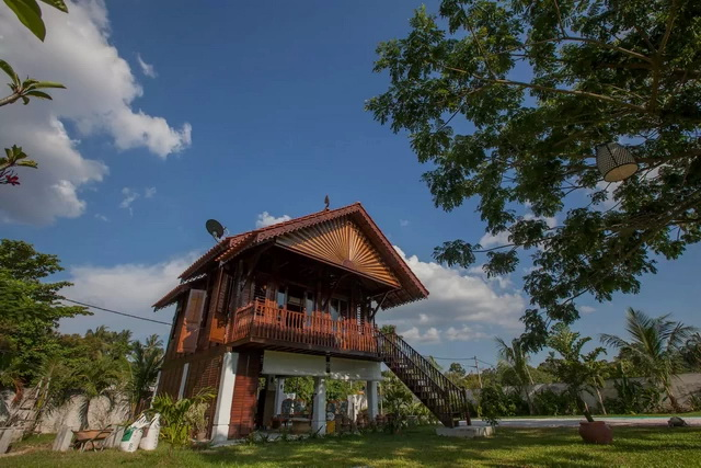 contemporary-thai-wooden-house-1