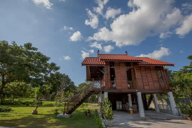 contemporary-thai-wooden-house-2