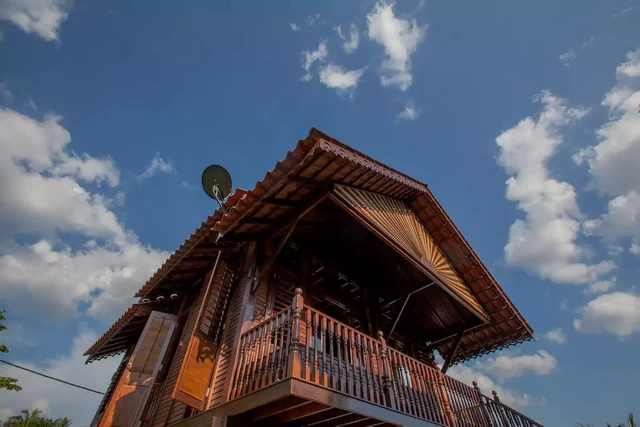 contemporary-thai-wooden-house-4