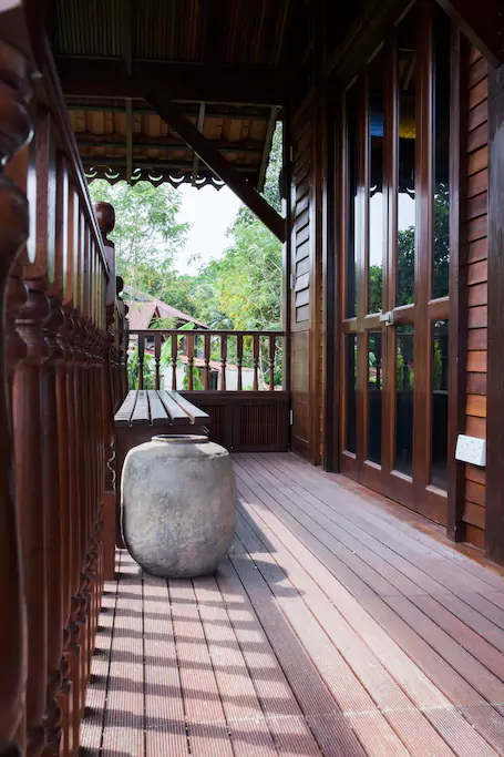 contemporary-thai-wooden-house-5